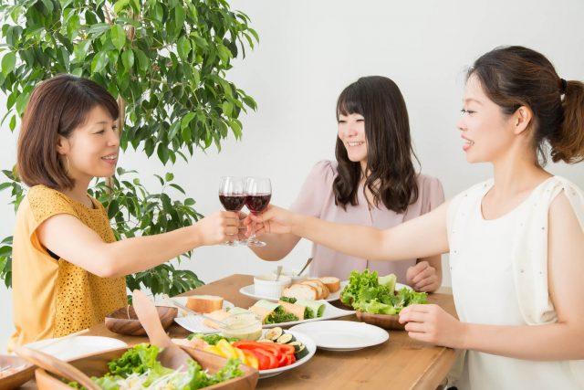 独身の女性友達とホームパーティー