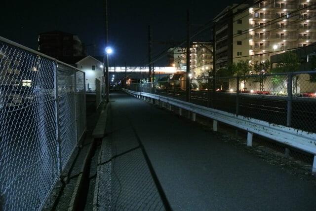 駅からの暗い帰り道