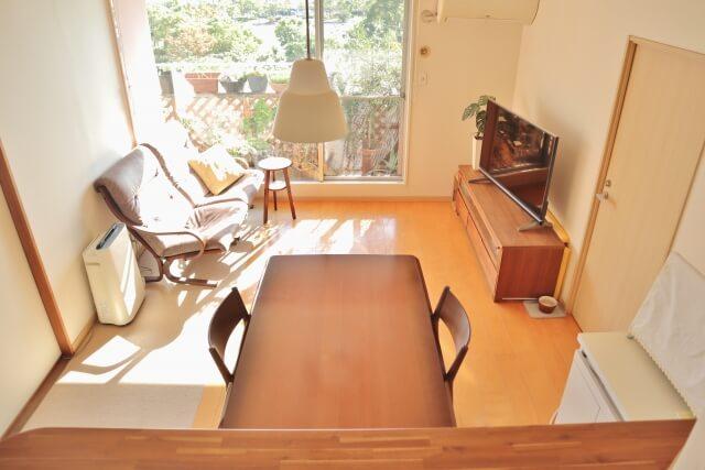 家具を入れると狭い部屋