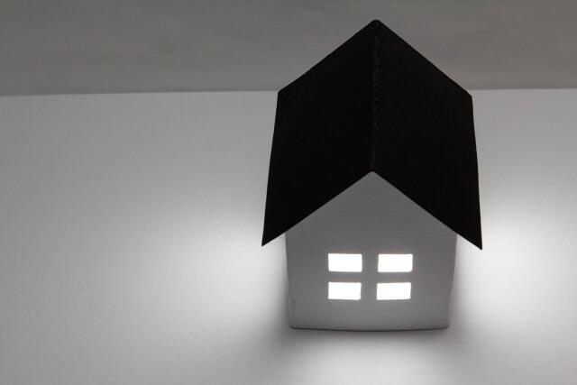 日当たりの当たらない暗い家